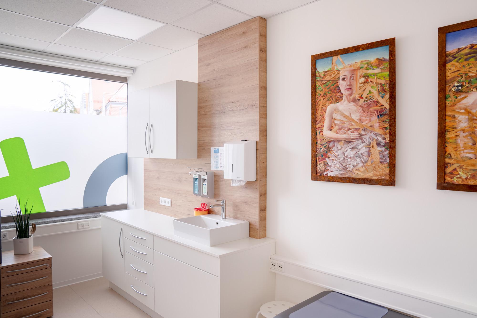 Foto Untersuchungsraum Hausarzt Praxis Ingolstadt Lindwurm + Spaeth Hausarzt:in